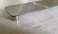 Dibondplatte Buttlerfinish mit geklebtem Abstandhalter